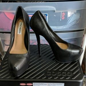 "LIKE NEW Sexy 6"" Black Leather Steve Madden heels"